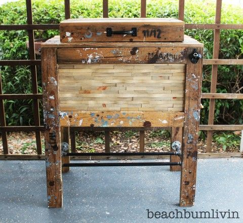 Rustic Wood Cooler Box made from Pallets!