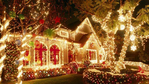 Love all these outdoor Christmas lights! #beautiful #christmas…