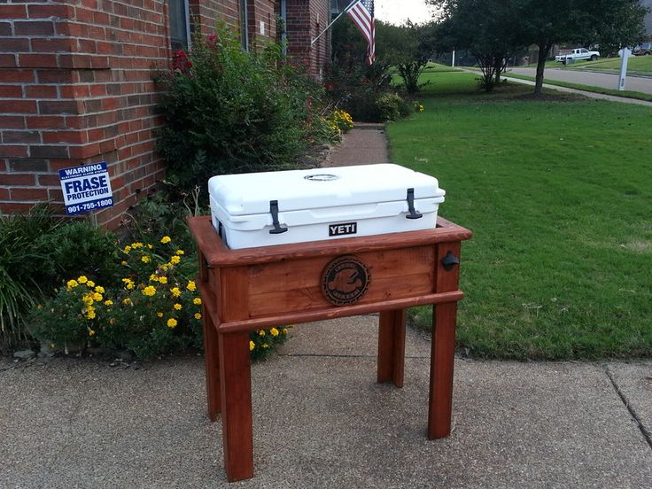 My hubs would love this Yeti Cooler Stand – by Dave Carlisle @ LumberJocks.com ~…