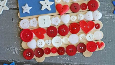 With 4th of July celebrations just around the corner, this Popsicle Stick Butto…