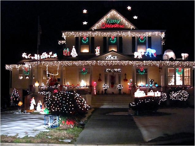13 – Outrageously Over-the-Top Christmas Light Displays! Do You See What I See?…