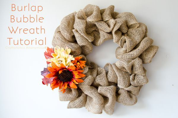 EASIEST wreath ever! This Burlap Bubble Wreath is stunning and takes only 15 min…